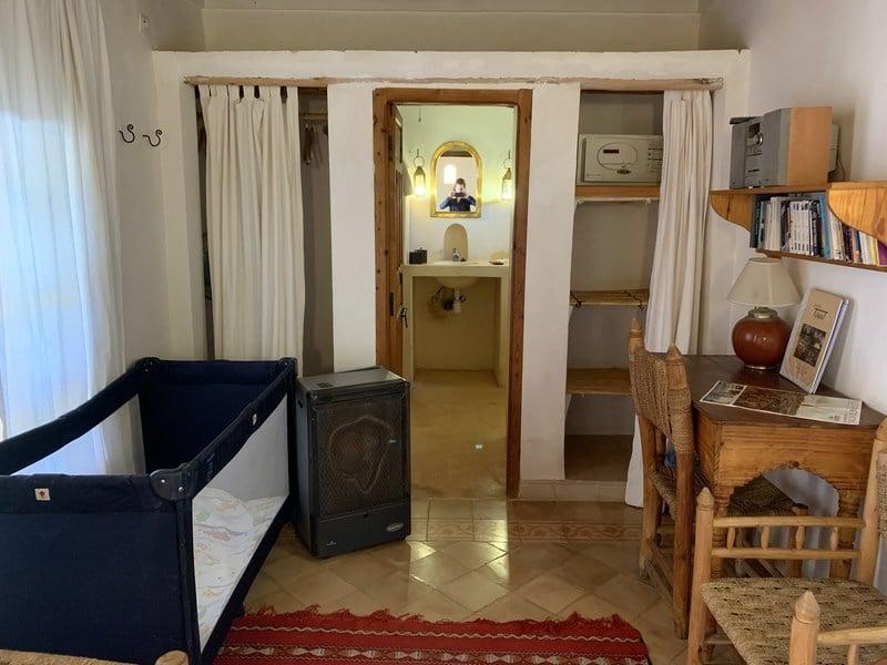 Qute campingbedje in hotelkamer